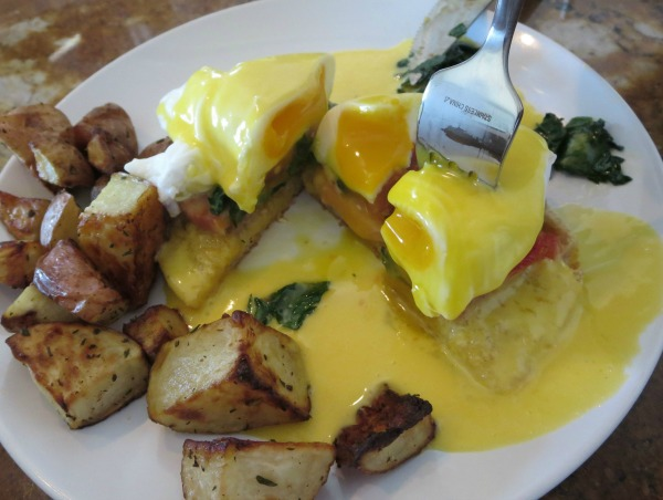 Eggs Benedict: first bite!