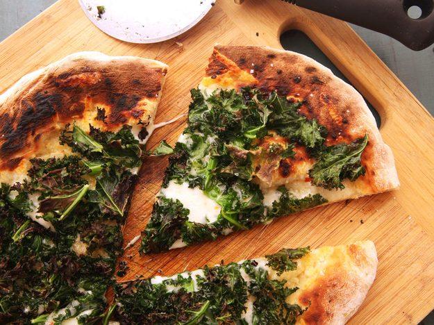 20141022-kale-pizza-7-thumb-625xauto-413742